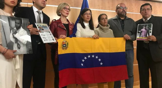 Presentan libro sobre víctimas de la represión criminal de 2017.