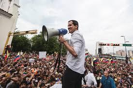 A pesar de las amenazas de Maduro, Juan Guaidó está en las calles.