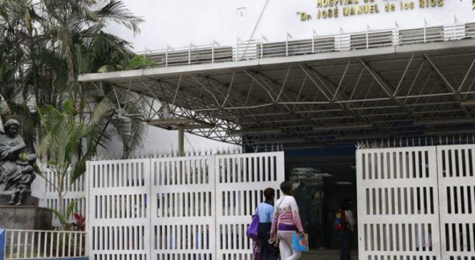 Protestan padres de pacientes del J.M. de los Ríos tras la muerte de cuatro niños