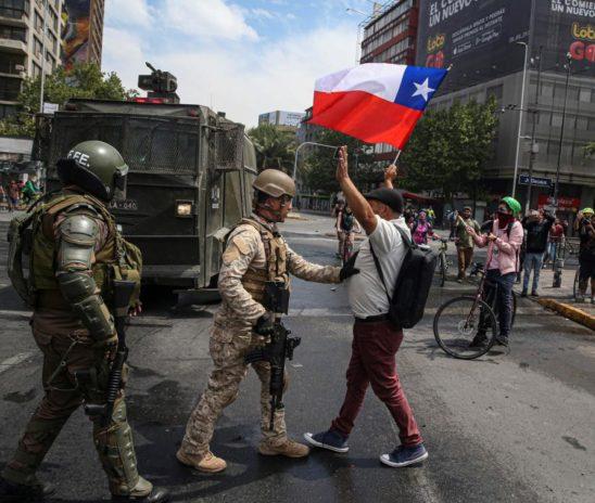 Lo que sucede en Chile, un debate entre protestas y Estado de Emergencia