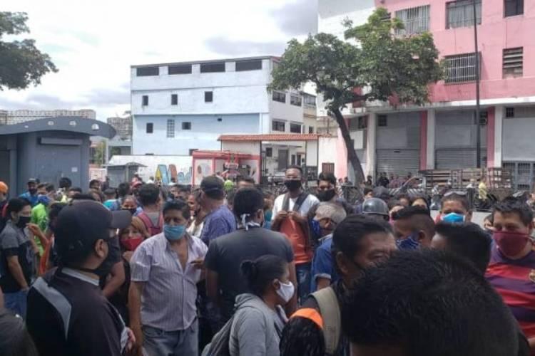 Ecuatorianos en Caracas. Foto cortesía: Ecupunto