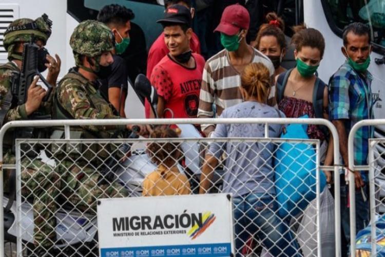 Migrantes venezolanos/ Foto La Opinión