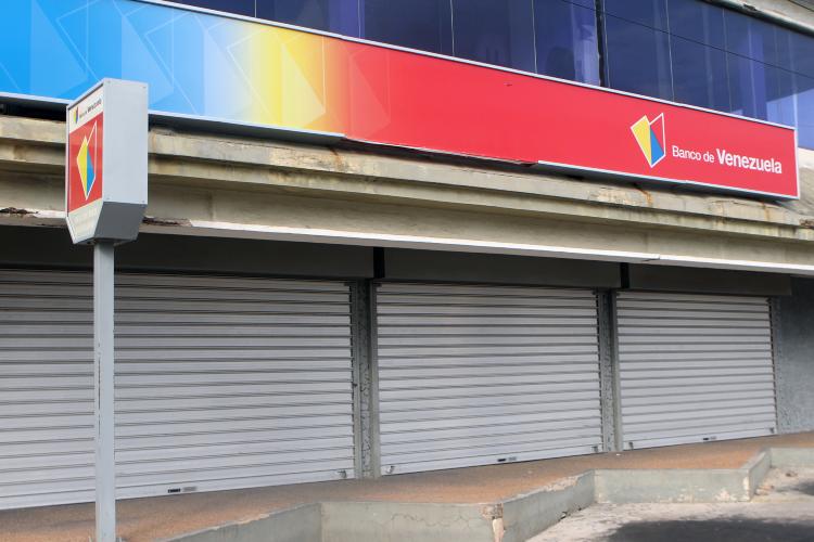 Entidades bancarias cerradas / Foto Referencial