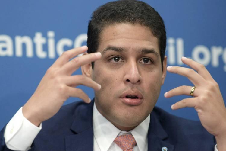 José Manuel Olivares, diputado y Comisionado Presidencial para la Salud y Atención Sanitaria a los migrantes