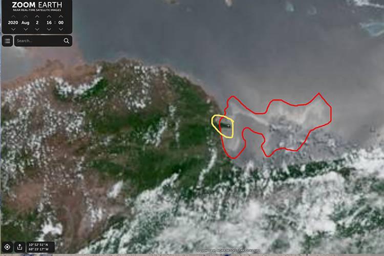 Imagen satelital publicada por Tanker Trackers que muestra la mancha negra sobre la costa sur de Morrocoy. | Foto: Tanker Trackers