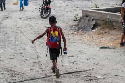 Niños en Venezuela enfrentan problemas por la COVID-19