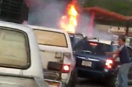 Imagen cortesía. Reportaron incendio en bomba de gasolina en Paracotos, la tarde de este miércoles