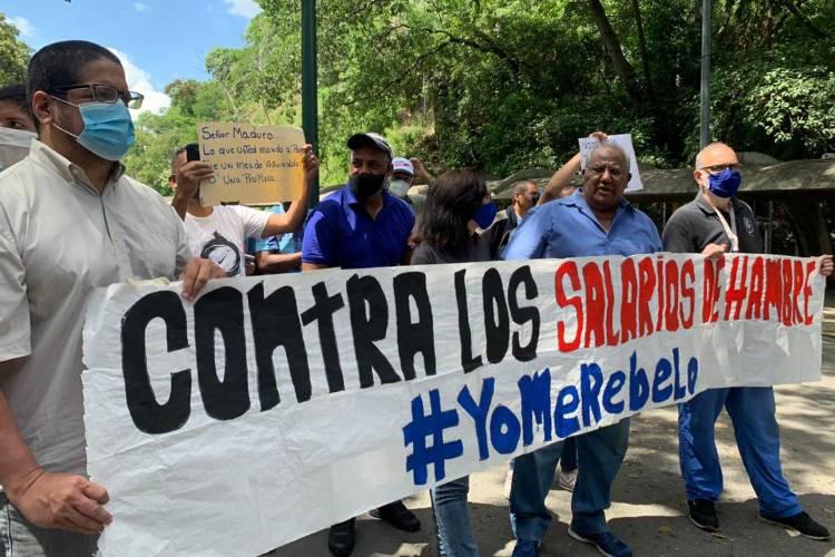 Sindicatos y trabajadores de la UCV. Foto: Axel Suárez. Todos Ahora