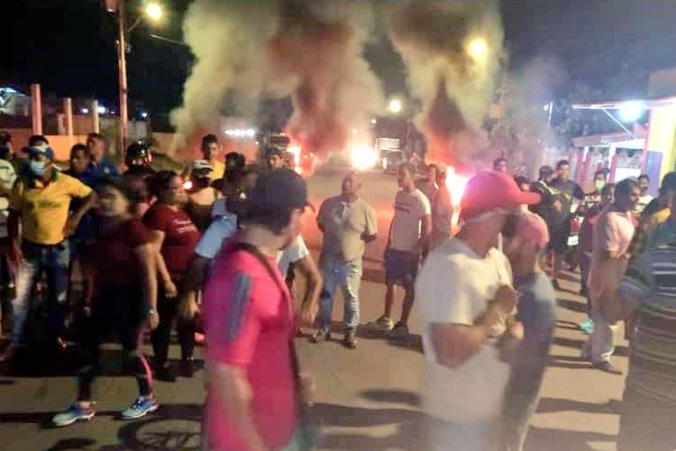 Imagen cortesía. Los habitantes de Guasipati, estado Bolívar, se levantaron en protesta