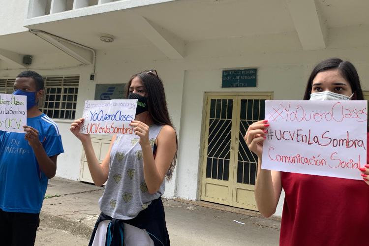 Estudiantes de Comunicación Social de la UCV exigieron la reactivación de las clases.