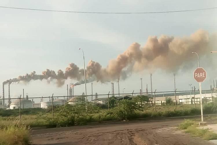 Imagen cortesía. Los diversos gases tóxicos que emana la refinería Cardón ponen en riesgo la salud de los residentes cercanos