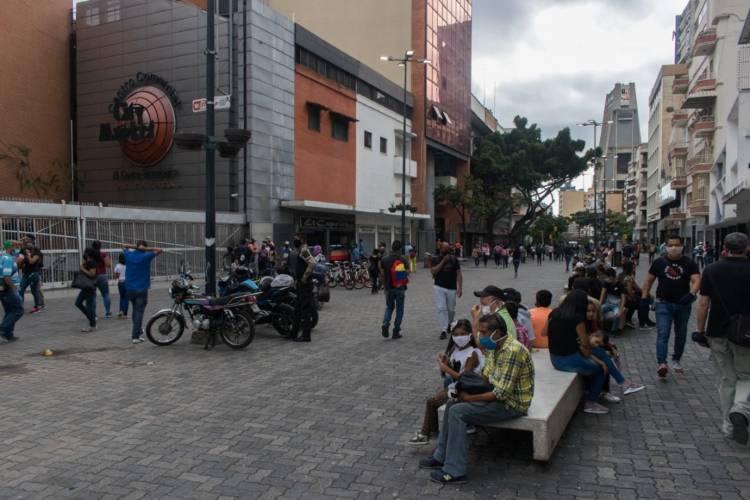 Caraqueños en las calles. Foto cortesía