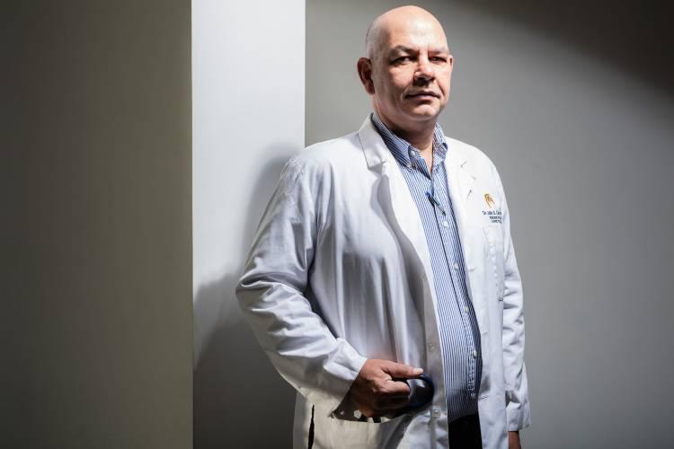 Julio Castro, médico infectólogo y miembro de la Comisión de expertos de la salud de la Asamblea Nacional