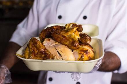 Los especialistas del pollo en brasas tienen siete combos a tu disposición. | Foto: El Parador de Caurimare