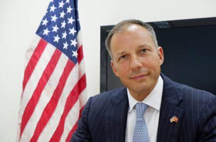 Francis R. Fannon, subsecretario de la Oficina de Recursos Energéticos del Departamento de Estado de Estados Unidos