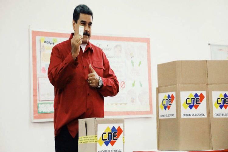 Nicolás Maduro votando este 6D
