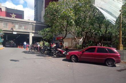 Carlos Julio Rojas denunció situación irregular en Parque Central. Foto: Carlos Julio Rojas