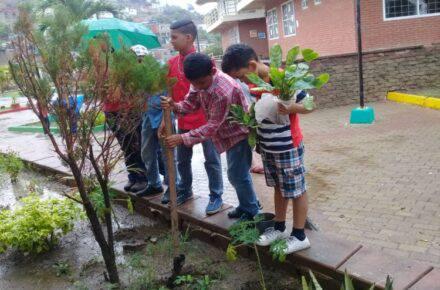 Niños de la casa hogar Don Bosco