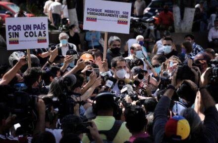 Juan Guaidó, presidente encargado de Venezuela desde la plaza Bolívar de Chacao