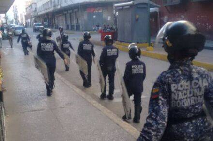 PNB impidió instalación de punto de la consulta popular en La Candelaria. Foto: Rogelio Díaz