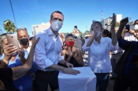 Juan Guaidó participando en la consulta popular