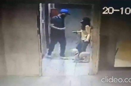 Hombre pateó a perro en La Candelaria